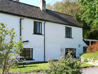 OLD VICARAGE COTTAGE, pet friendly, character holiday cottage, with a garden in