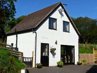 RHOS COTTAGE, family friendly, country holiday cottage, with a garden in