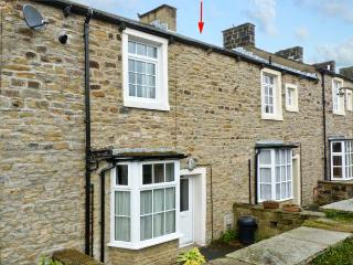 HALLAM'S YARD, family friendly, character holiday cottage, with a garden in
