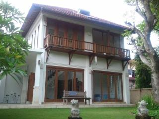 Sanur villa (3 br), privacy 'n nature, near beach