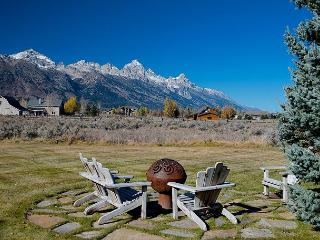 Western elegance, solitude and scenery with majestic Teton views!!, Jackson