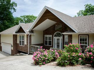 Eagle View - 4 bedrooms - 3 1/2 baths - sleeps 14, Branson