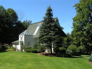 Serenity Stowe:Elegant Modern Home,Pool,Min to ski