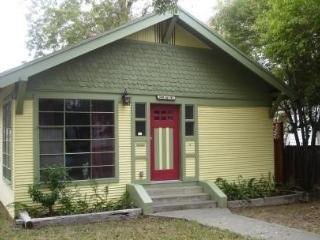 2 bedroom cottage w/ all amenities & dog friendly