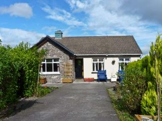 FRANKIE'S COTTAGE, family friendly, country holiday cottage, with a garden in Killarney, Ref 10877