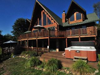 Exquisite 5 Bedroom Log Home offers breathtaking panoramic lake views!, Oakland