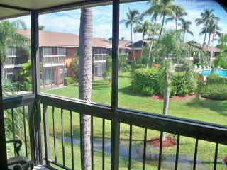 Marco Island Right ACROSS Private Resident's BEACH! +WIFI
