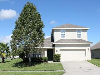 Very spacious vacation home with private pool, gated community, free Wi-Fi, Kissimmee