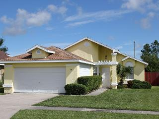 Great vacation home near Disney, private pool, flat screen TV and free Wi-Fi, Kissimmee