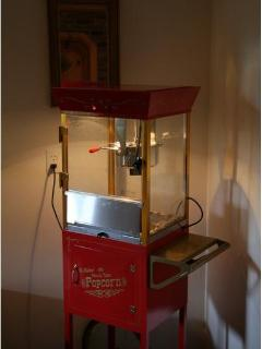 Popcorn Machine, all suppliers you need are here, and this is good Popcorn, great for the kids