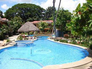 Cocomarindo Villa Hazel No 35 - 2 steps to s/pool, Playas del Coco