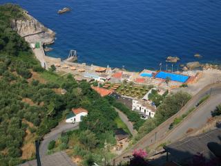 Sorrento Coast Apartment with Great Views - Casa Daisy, Massa Lubrense