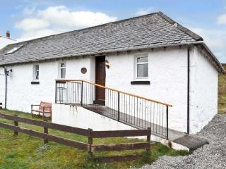 THE KEEPER'S COTTAGE, pet friendly, country holiday cottage, with a garden in Du