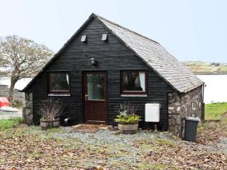 GRESHORNISH BOATHOUSE, pet friendly, country holiday cottage in Dunvegan, Isle