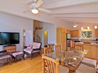 MBC:1bdr /1 bath cottage, in lush jungle setting and just steps to the ocean!