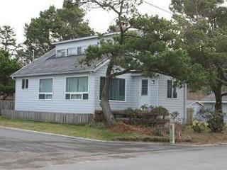 OCEAN PINES~This Ocean Peek bungalow is the best kept secret in Manzanita!!!