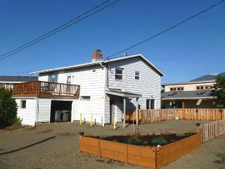 CARMEL HOLIDAY~MCA# 351~Walkable to everything and fence yard for your pets!!, Manzanita