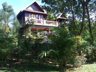 3 bed A/C BBQ TV Wifi pool kitchen Thai villa, Koh Mak