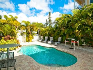 Charming 2 bedroom in Bradenton Beach! Casa Del Sol A