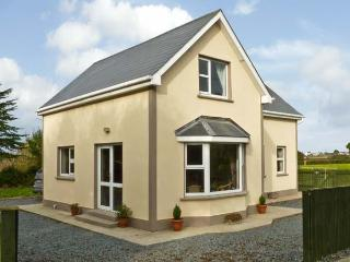 WHITMOLL, country holiday cottage, with a garden in Fethard-On-Sea, County Wexfo