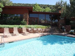 SaddleRock Ranch B&B Sedona Hiking Hot Tub Pool Views Best Location