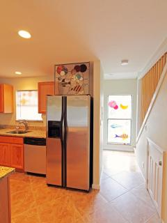 stain glass window thru out/Reccessed lighting/tile floors/stainless appliances All ya need to cook
