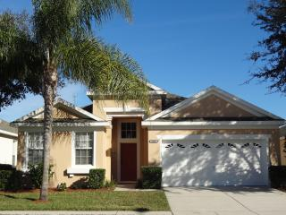 Luxurious 4BR Pool Home  - 10 Minutes to Disney, Kissimmee