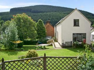 TAILOR'S COTTAGE, family friendly, character holiday cottage, with a garden in Abbey-cwm-hir, Ref 11414, Llandrindod Wells