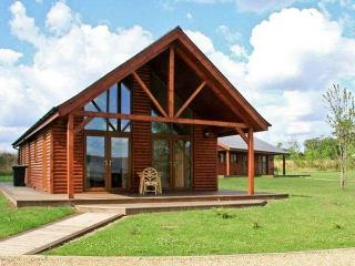 BELFRY LODGE, pet friendly, luxury holiday cottage, with hot tub in Thorpe-On-Th