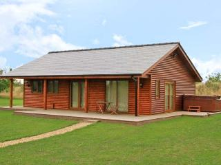 ST ANDREWS LODGE, pet friendly, luxury holiday cottage, with hot tub in Thorpe-O