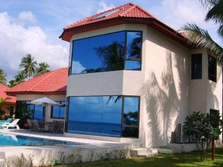 3-bedroom beachfront villa in BaanTai