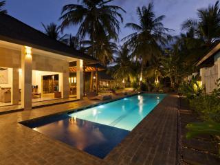Villa Tenang - Large 3 bedroom villa with Pool, Gili Trawangan