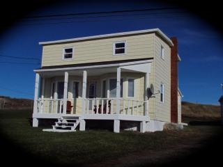 Home From Away - 3 bdrm house  beautiful sea views