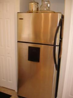 Stainless Steel Appliances-all modern & clean!