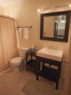 Queen Emma bathroom/shower