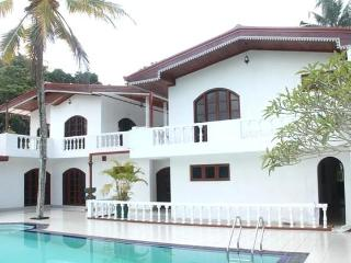 Villa Sri Pali (Private Home for you), Bentota
