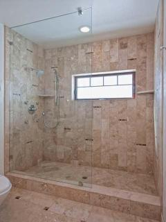 Donner Suite Shower