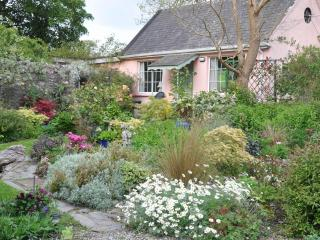 Garden Cottage Self Catering with Lake View, Tipperary