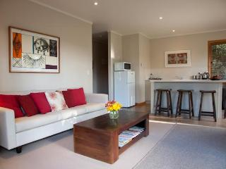 Modern private cottage, Whitianga