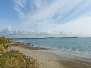 GRANGE FARMHOUSE, pet friendly, character holiday cottage, with a garden in Fethard-On-Sea, County Wexford, Ref 9772