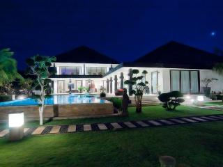 Luxury Beachfront Villa with Tennis Court, Helipad, Lovina Beach