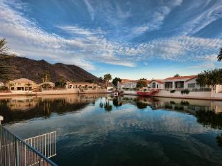 OASIS VILLA ON THE ARROWHEAD LAKES, Glendale