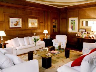 Magnificent 5 Bedroom Apartment in Recoleta, Buenos Aires