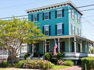 GIANT VICTORIAN CLOSE TO BEACH AND TOWN 32965, Cape May