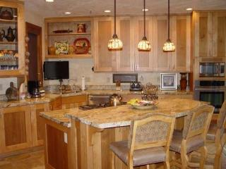 1206 Pinnacle-4 Bedroom Townhome Private Hot Tub, Ski Shuttle to Deer Valley Resort, Park City