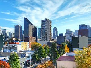 Stunning Top-Floor Loft with Dazzling Seattle Views in Beautiful Belltown!