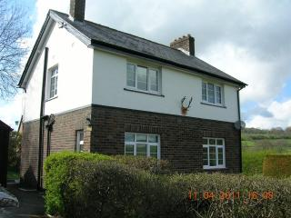 Bevan House with Hot Tub & Wi Fi/Builth/Mid Wales