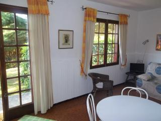 Les Lauriers 1 bedroom gite in 18th C farmhouse, La Roche-Posay