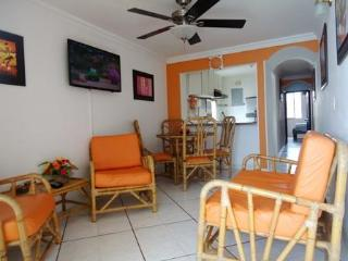 Bay view Pool steps to Beach for Families perfect, Cienaga
