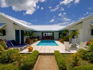 Villa Cattleya. Right in the center of Grand Bay., Grand Baie